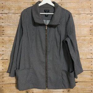 Attyre Woman 1X structured zip up blazer jacket